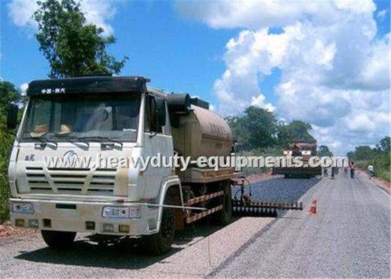 China 8000L Road Construction Equipment Asphalt Distributor Truck With Two Diesel Bummer Heating System supplier